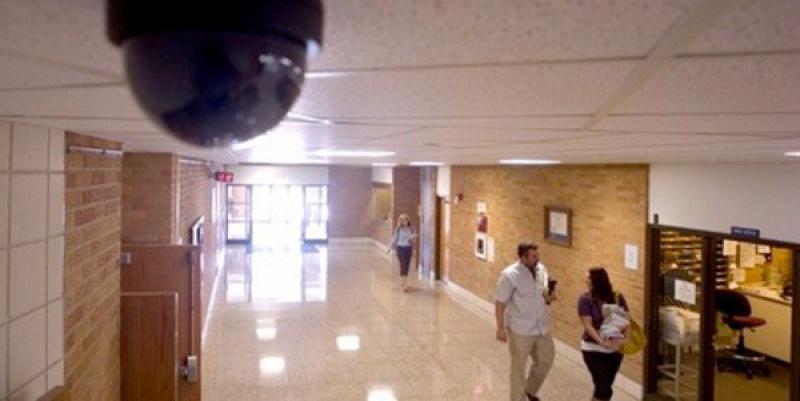 установка видеокамеры наблюдения в помещении
